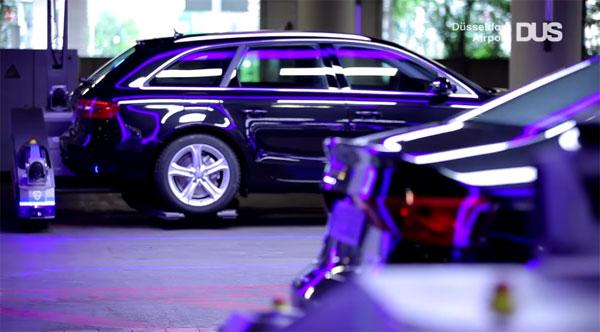 Op het vliegveld van Düsseldorf parkeren robots jouw auto
