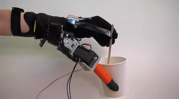 Iemand interesse in twee extra robotvingers?