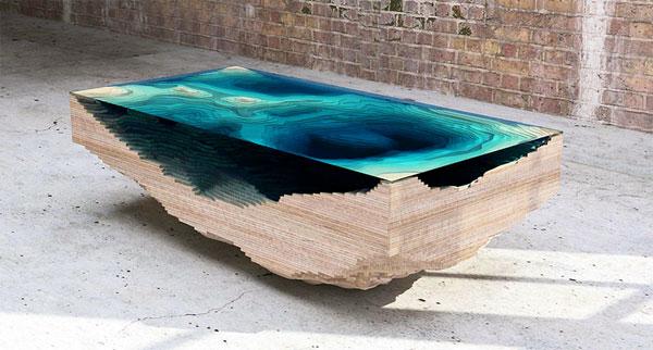 Deze beeldschone tafel is gemaakt van gelaagd glas en hout