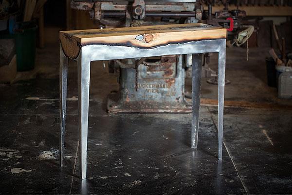 Prachtige tafels gemaakt van hout en aluminium