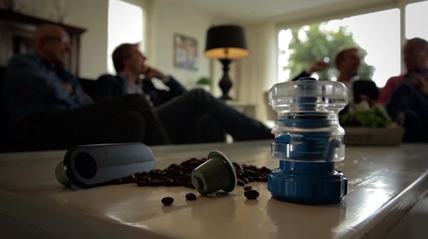 Bluecup: een Nederlandse uitvinding die je goedkoop Nespresso laat drinken