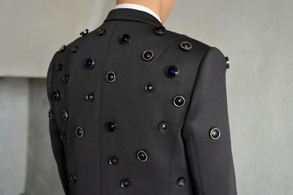 Deze jas is zeer geschikt voor de paranoïde medemens