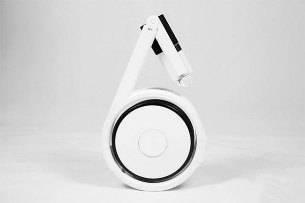 Deze innovatieve elektrische vouwfiets past met gemak in je rugzak