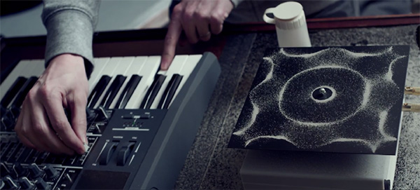 Deze schitterende muziekvideo visualiseert geluidsgolven