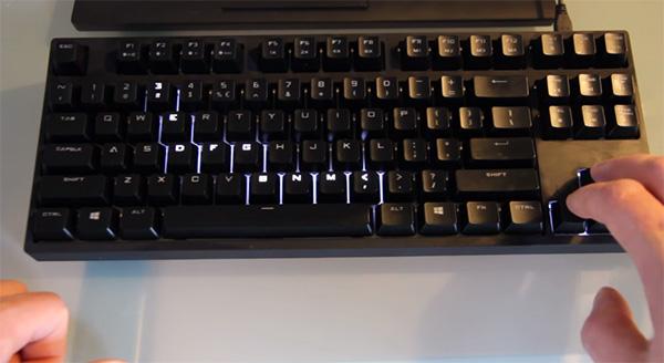 Op dit gehackte keyboard kun je Snake spelen