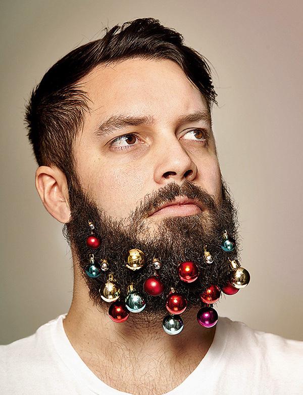 Met kerstballen voor in je baard wordt deze kerst ongeëvenaard