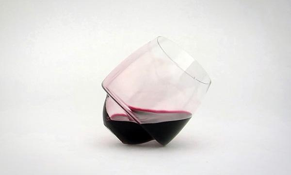 Saturn: wijnglazen die niet kunnen omvallen
