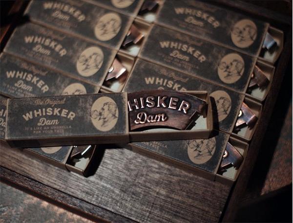 whisker-dam-snor-drinken4