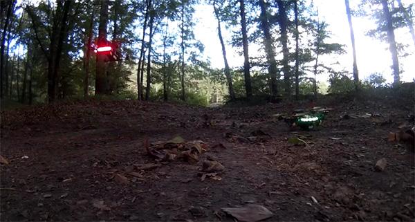 Spectaculair: drones die in een bos een race houden