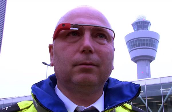 Zo gebruikt men Google Glass op Schiphol
