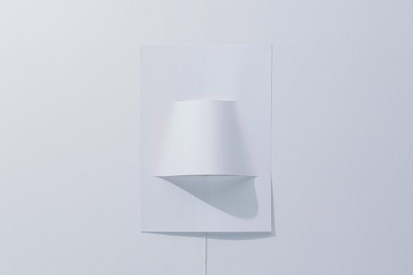 Van een vel papier kun je zelf heel makkelijk een stijlvolle lamp maken