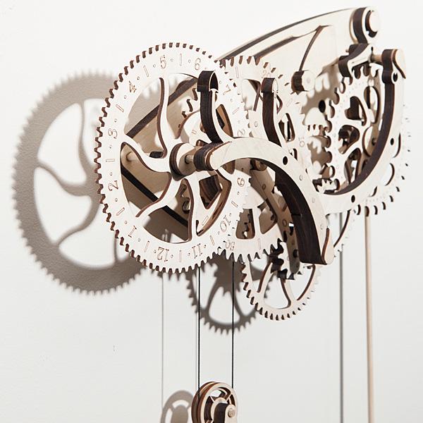 Deze mooie mechanische klok moet je zelf in elkaar zetten