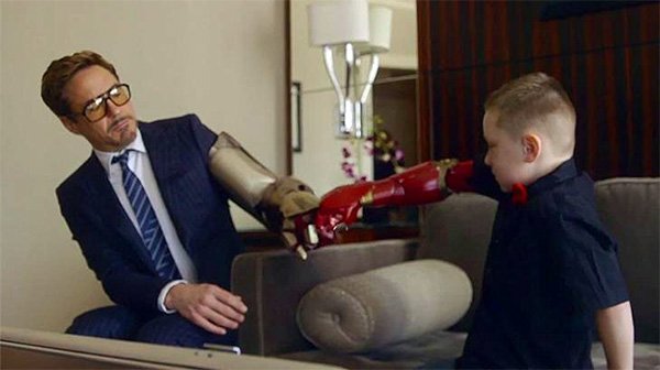 Je zou als kind maar een Iron Man prothese krijgen van Robert Downey Jr.