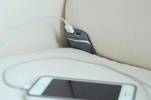 De Couchlet voegt twee USB-ingangen toe aan je bank of bed