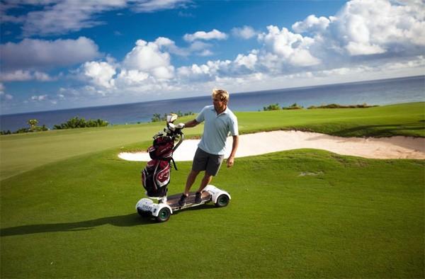 GolfBoard: de vermakelijke combinatie van surfen en golf