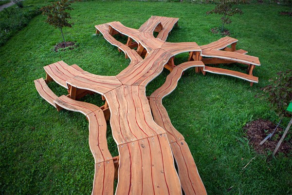 Tree Picnic: een schitterende houten tafel in de vorm van een boom