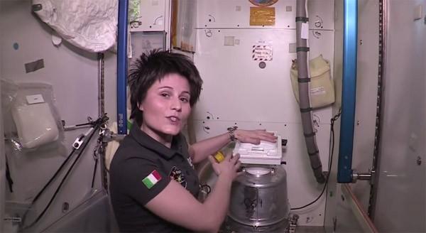 Zo gaan astronauten op het International Space Station naar de wc