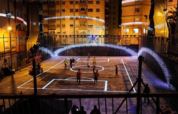 Drone Football: high-tech straatvoetbal met een vliegende scheidsrechter