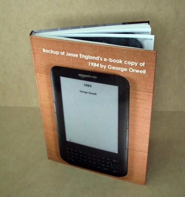Grapjas kopieert een boek op zijn e-reader, maakt er een boek van