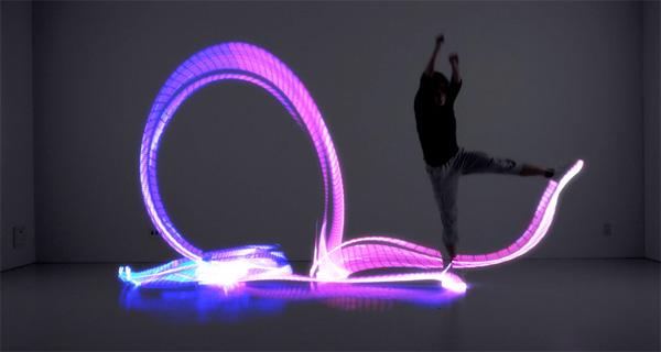Sneakers Met Licht : De briljante orphe schoenen laten je schilderen met licht