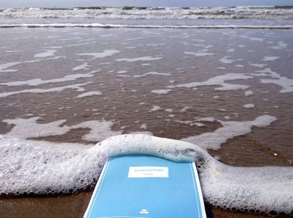 Bibliobath: waterdichte boeken die je ook in bad kunt lezen