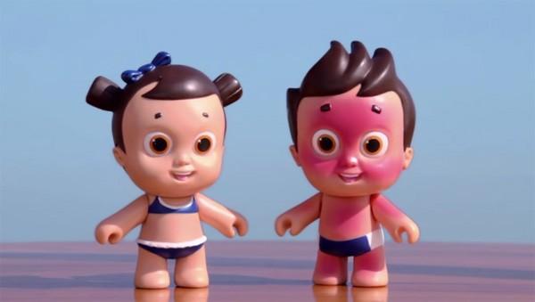 Poppen die verbranden leren kinderen het belang van zonnebrandcrème