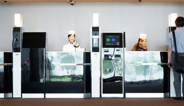 In dit Japanse robothotel wordt je geholpen door een dinosaurus