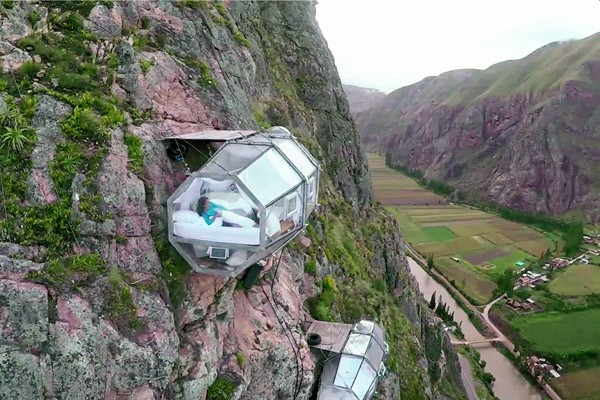 skylodge-hangend-hotel2