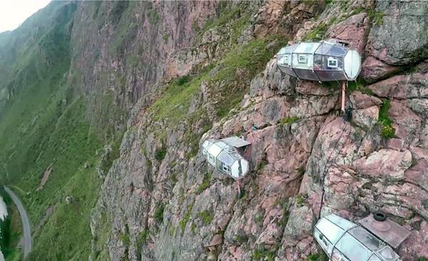 skylodge-hangend-hotel4