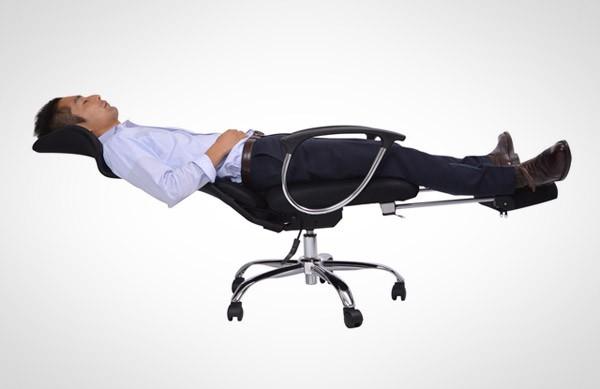 desk-chair-sleepy-workers-bureaustoel2