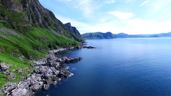 Na het zien van deze drone-video weet je het: je wilt naar Noorwegen