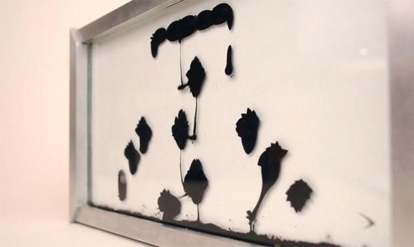 Deze klok maakt op een prachtige manier gebruik van ferrofluid