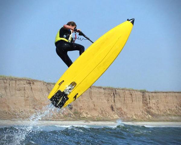 Jetboard: de briljante combinatie van een surfplank en een jetski