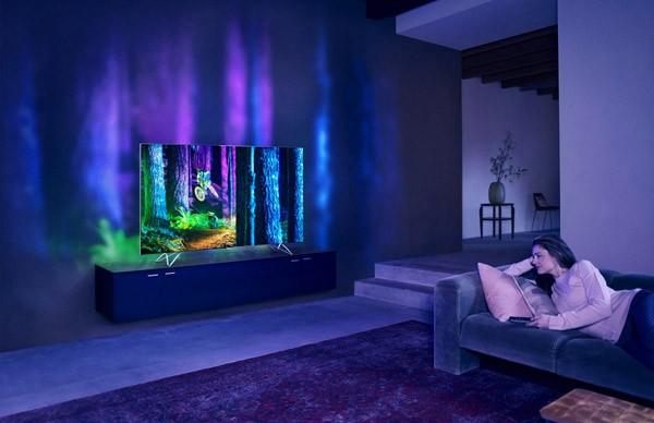 De nieuwe televisies van Philips projecteren het scherm op de muur