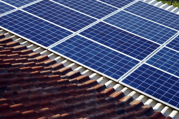 Hybride zonnepanelen verwarmen water én wekken energie op