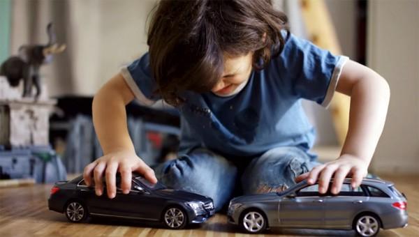 Mercedes heeft speelgoedauto's ontwikkeld die niet kunnen botsen
