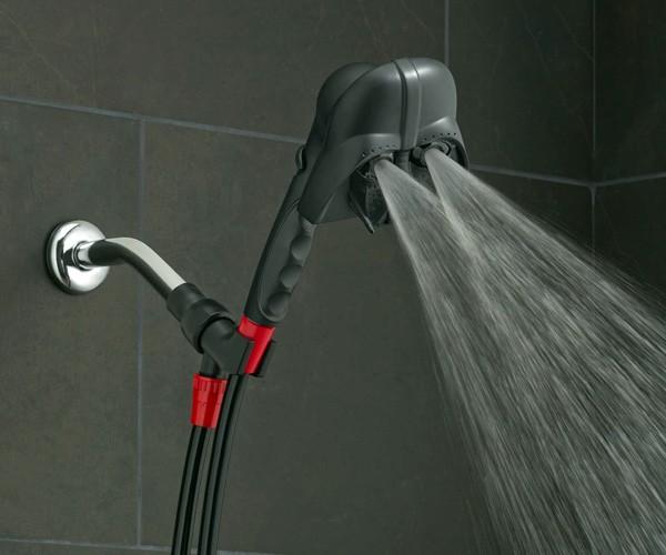 Echte fans douchen met een Star Wars douchekop