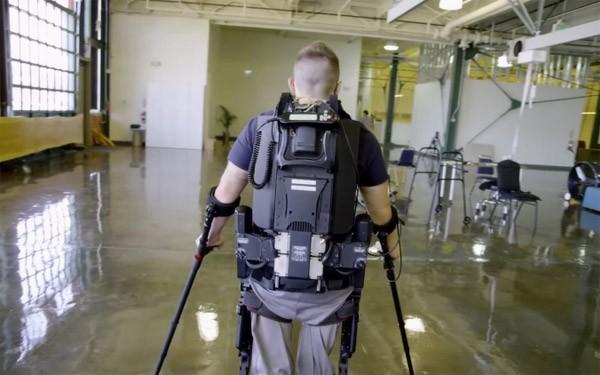 Maakt het exoskelet een einde aan de rolstoel?