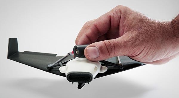 PowerUp FPV maakt een drone van een papieren vliegtuigje
