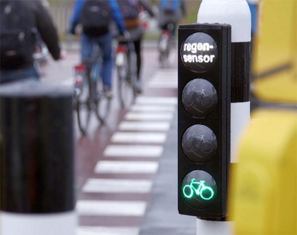 Fantastisch: dit Rotterdamse stoplicht gaat sneller op groen als het regent