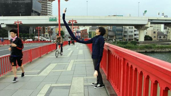 Mansooon is de meester van de selfie sticks