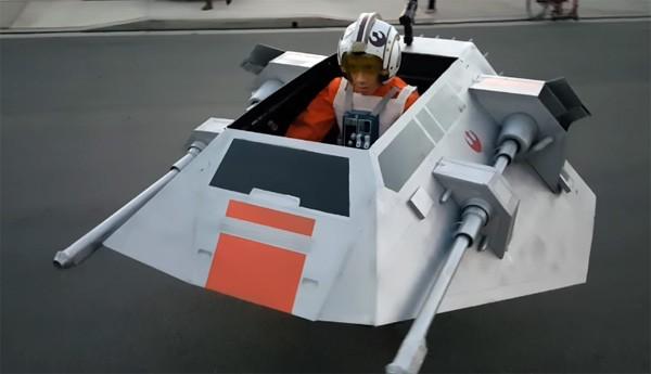 Vader bouwt perfect Halloween-kostuum voor Star Wars fan in rolstoel