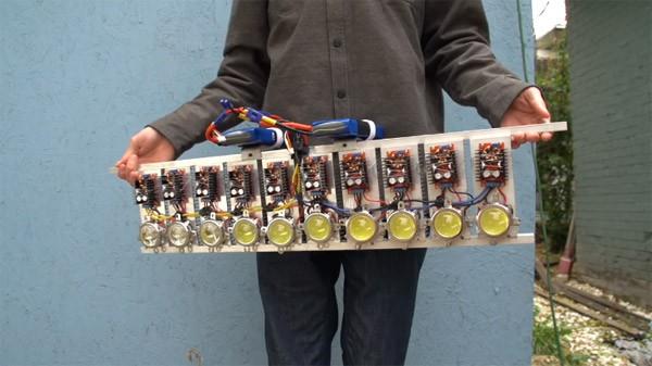 Enthousiaste hobbyist bouwt de sterkste zaklamp ooit