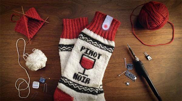 Zo maak je zelf Netflix-sokken die je serie pauzeren als je in slaap valt