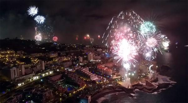 Dankzij drones kan je nu middenin een vuurwerkshow zitten