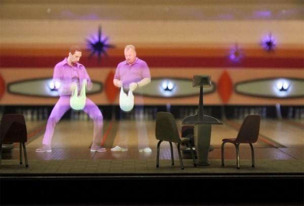 Iconische filmscènes nagemaakt met hologrammen en een kijkdoos