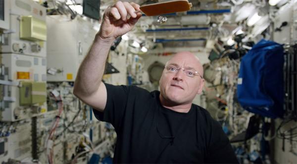 Waterpingpong in het International Space Station