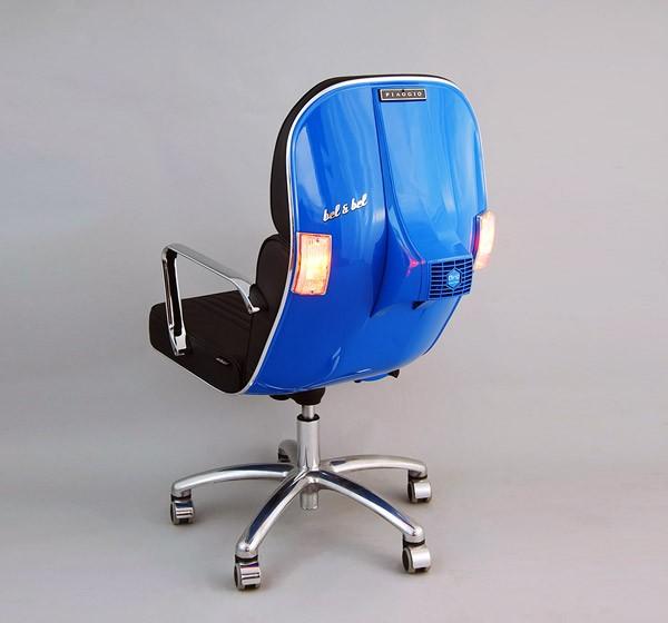 Bureaustoelen gemaakt van oude Vespa-onderdelen