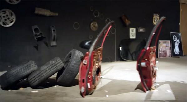 Transportation: een Rube Goldberg machine met auto-onderdelen
