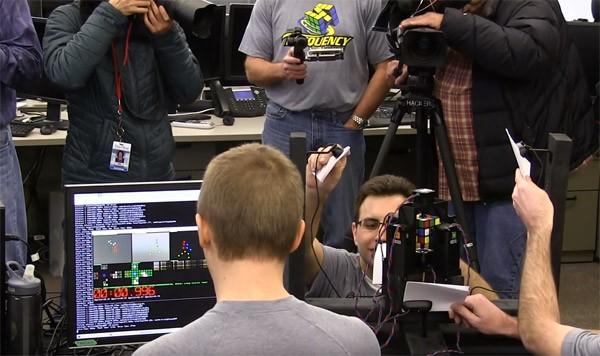 Er is nu een robot die in minder dan een seconde een Rubiks' kubus kan oplossen